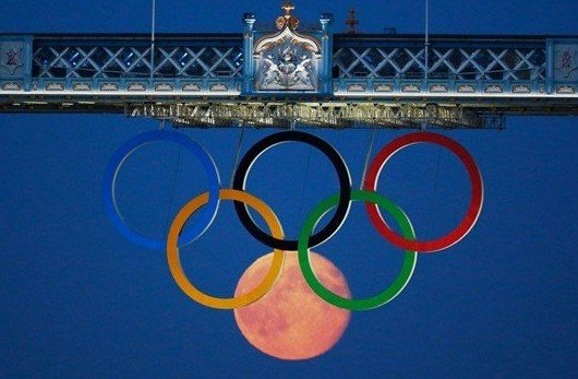 full moon olympic rings london bridge 2012